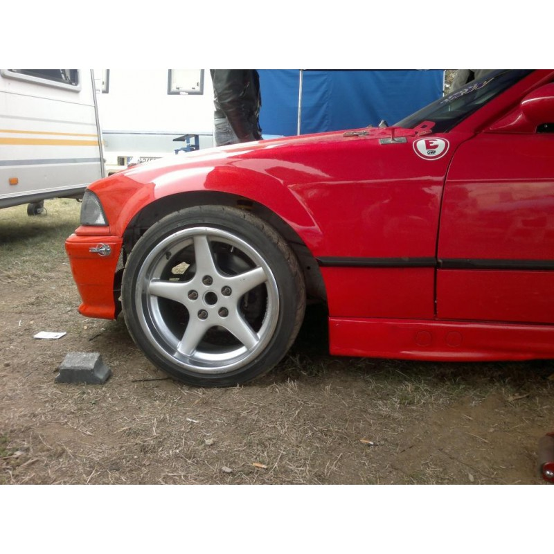 Wide +30mm BMW E36 coupe / M3 front fenders